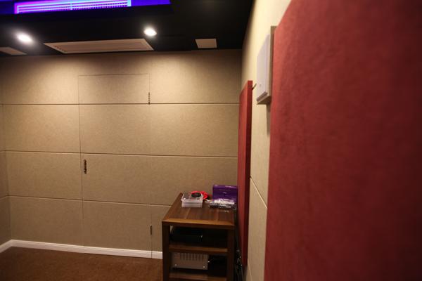 小房间,大作为!隐藏式私人家庭影院装修方案